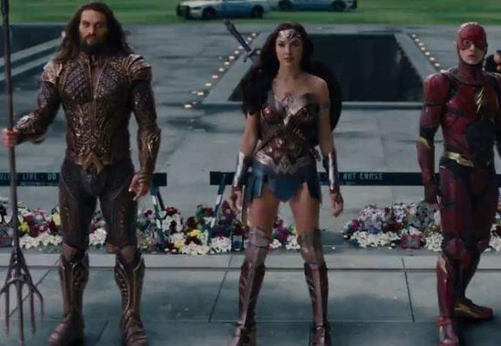 En el nuevo tráiler, cada uno de los superhéroes muestra sus poderes. (Foto: Facebook)