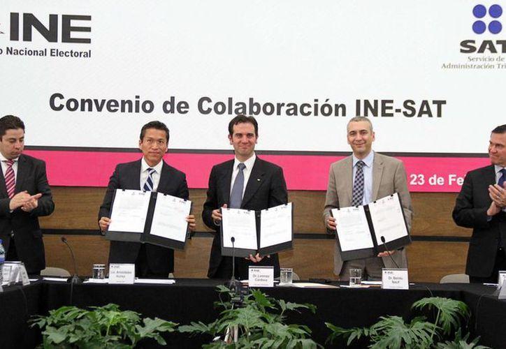 Este lunes, INE y SAT firmaron un convenio de intercambio de información de cara a las próximas elecciones del 7 de junio. (Notimex)