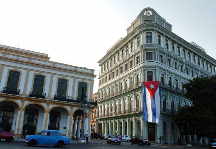 """Funcionarios de la estatal Empresa de Telecomunicación de Cuba (ETECSA) afirmaron que la estrategia será """"potenciar los puntos de acceso colectivo"""" que ya suman 154 salas en todo el país, después de que en 2013 fuera inaugurado ese servicio en 118 locaciones. (Archivo/EFE)"""