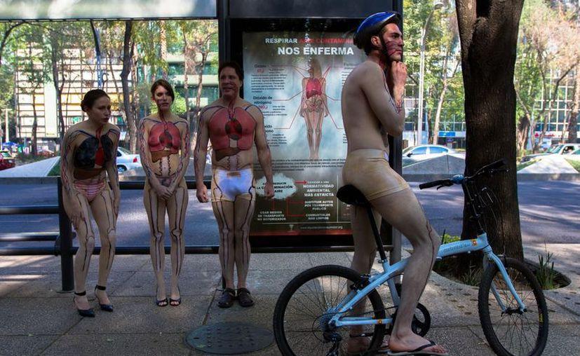 La campaña tiene como objetivos pedir que se deje de usar el auto y haya más rutas para bicicletas. (Notimex)