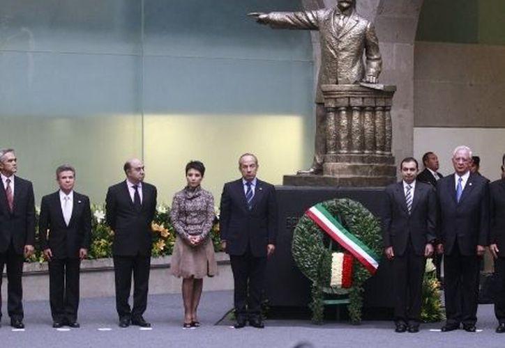 El galardón fue entregado por la gran contribución de Enrique de la Peña al análisis y divulgación de la cultura en México. (Milenio