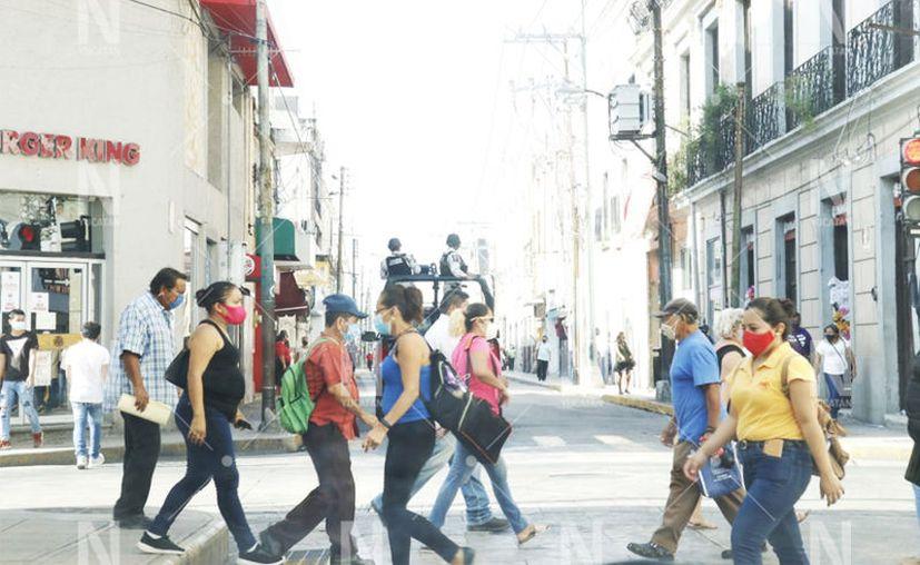 Los empresarios están ocupados en lograr que las personas se protejan. (José Acosta/Novedades Yucatán)