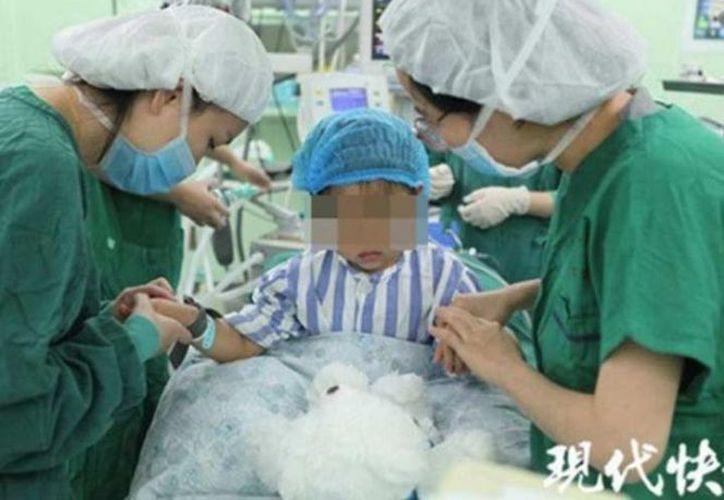 Yan Yan es la persona más joven en superar el cáncer de mama. (The Paper)