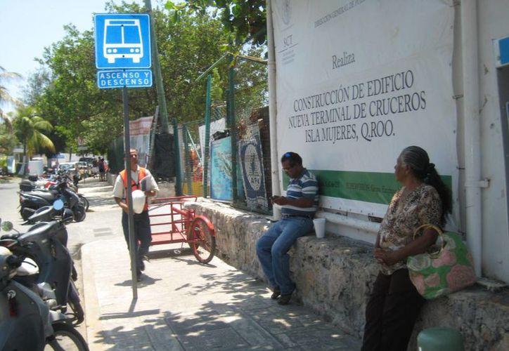 Ciudadanos isleños exigen un servicio regular y constante. (Lanrry Parra/SIPSE)