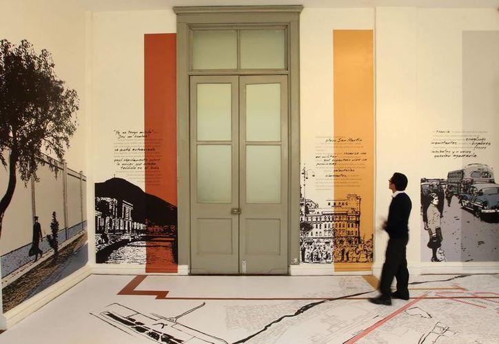 """Detalle de la muestra """"El poder es cada individuo. Rutas de La ciudad y los perros"""", hoy en la Casa de la Literatura en Lima, Perú. (EFE)"""