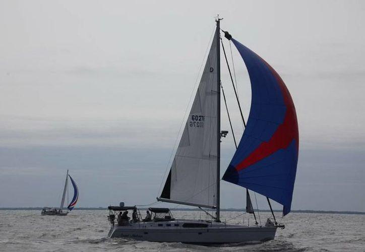 "El velero ""Sweet Melissa"", de Bradenton, Florida, ganador de la regata. (SIPSE)"