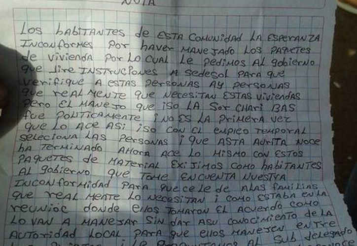 Los quejosos entregaron una carta de inconformidad. (Raúl Balam/SIPSE)