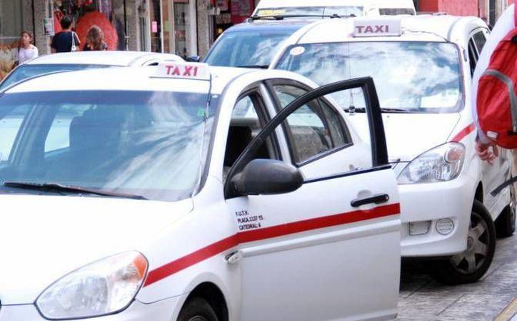 Quienes quieran dar servicio de taxi a través de plataformas digitales deben registrarse ante la Dirección de Transporte local. (SIPSE/Foto de contexto)