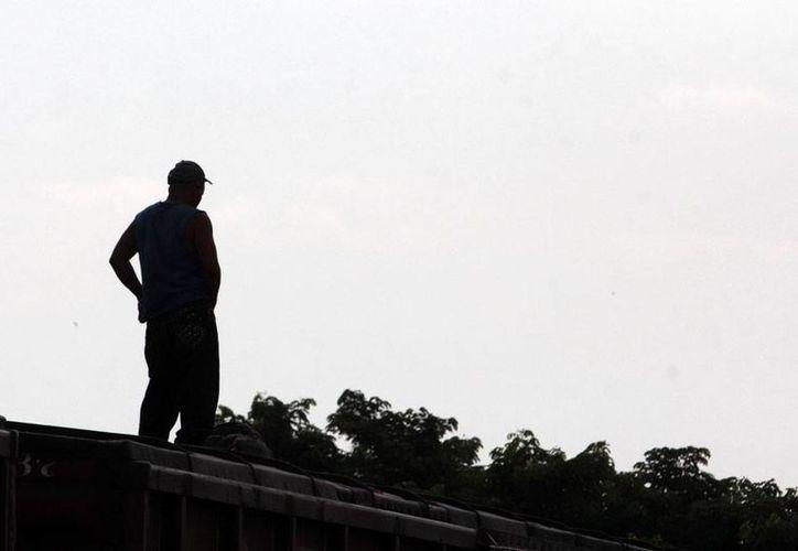 Estados Unidos emprendió una campaña en medios masivos para intentar frenar la migración ilegal. Una de las estrategias es denostar La Bestia, al que pone como un transporte inseguro, y al que califica como el tren de la muerte. (Archivo/NTX)