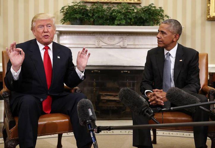 Los rudos discursos antiinmigración dados por Trump durante su campaña electoral parecen haberse ido suavizando. En la foto, en su primera reunión como presidente electo con Barack Obama. (AP)