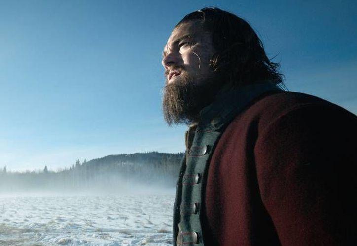 'The Revenant', la película protagonizada por Leonardo DiCaprio recaudó 38 millones de dólares y se quedó solamente por detrás de 'Star Wars: El despertar de la fuerza', que acumuló 42 millones de dólares. (Archivo AP)