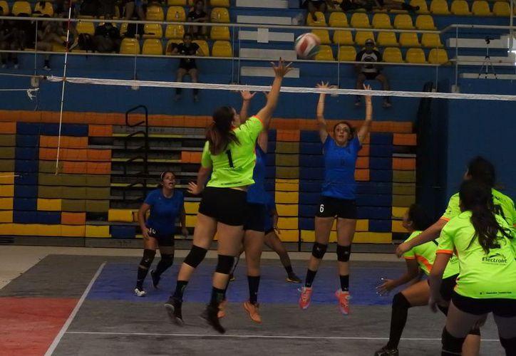 Vencieron a Puebla en el tercer día de actividades del Campeonato Nacional de Vóleibol de Sala de Segunda División Cancún 2018. (Redacción)
