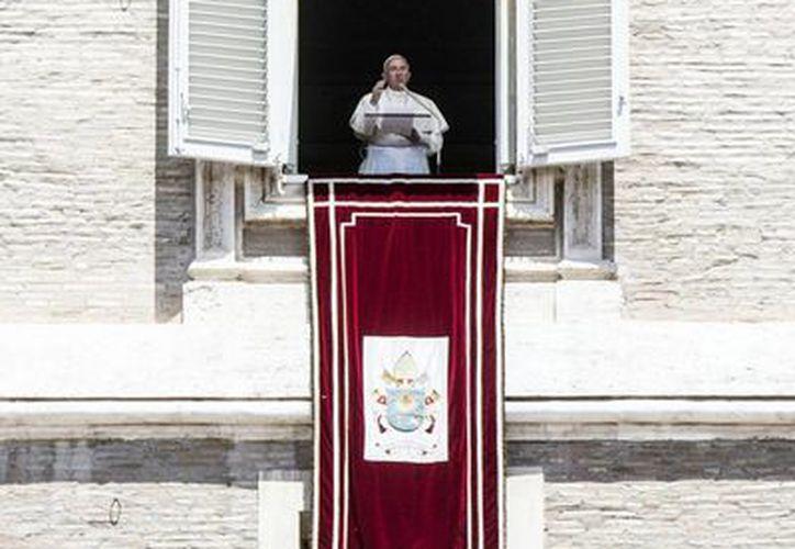 Para celebrar Pentecostés, el Papa ofició una misa esta mañana en la basílica de San Pedro. (EFE)