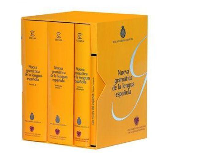 Ejemplares de la Nueva Gramática de la Lengua Española, publicada en 2010. (rae.com)