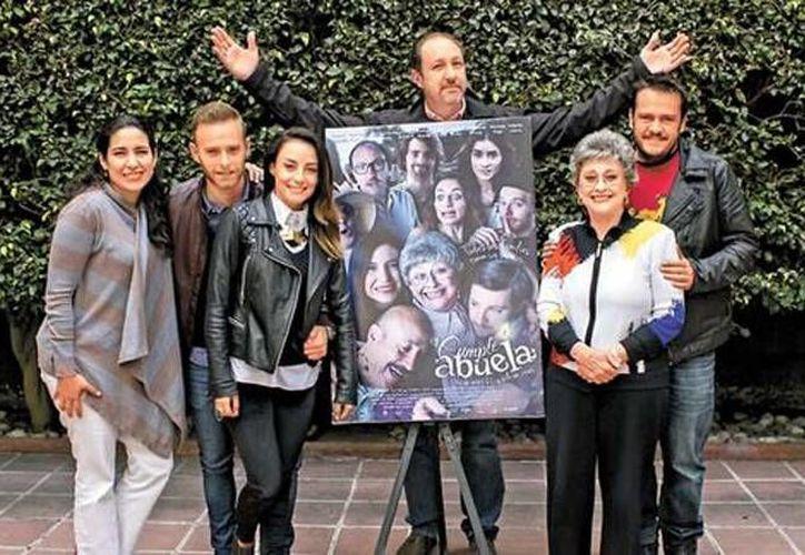 Parte del elenco de la nueva película mexicana 'El cumple de la abuela', la cual fue dirigida por Javier Colinas y producida por producida por Los Güeros Films e Ítaca Films. (Archivo Milenio digital)