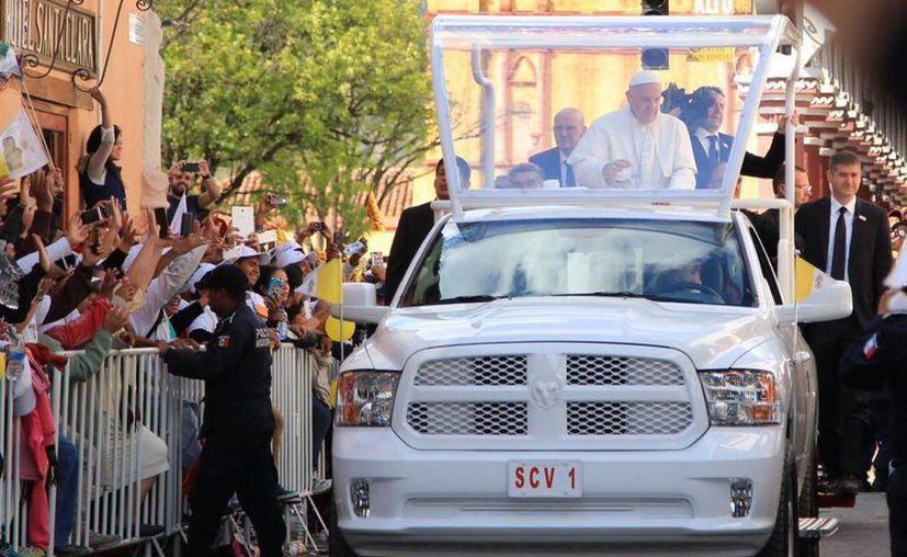 Miles de personas recibieron al Papa en San Cristóbal de las Casas. (Luis Soto/SIPSE)