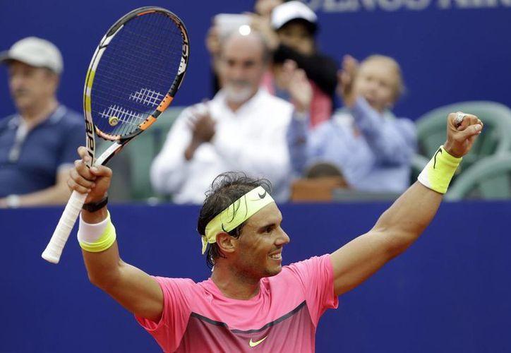 El tenista español Rafael Nadal celebra su coronación en el Abierto de Buenos Aires de la ATP. (AP)