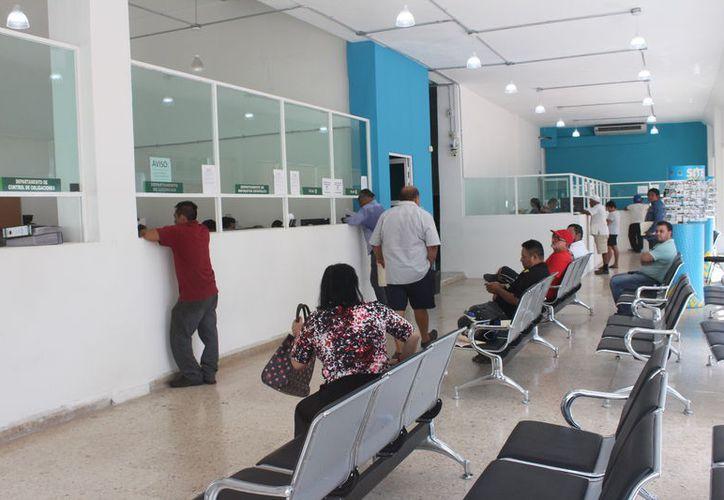 La Sefiplan extendió el programa de descuento para regularizar el pago de tenencia vehicular en  Quintana Roo.  (Daniel Tejada/SIPSE)