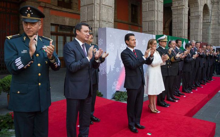 Peña Nieto encabezó un brindis con los servidores del Gobierno de la República en Palacio Nacional. (Presidencia)