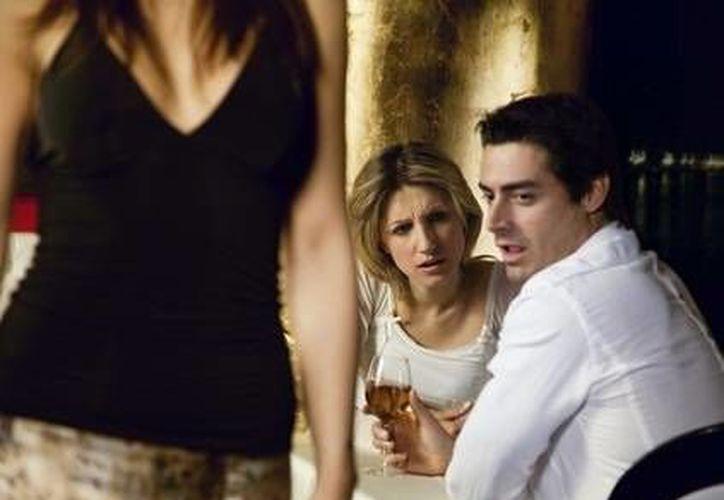 El hecho de que él vea a otras mujeres no quiere decir que te abandonará. (Contexto/Internet)