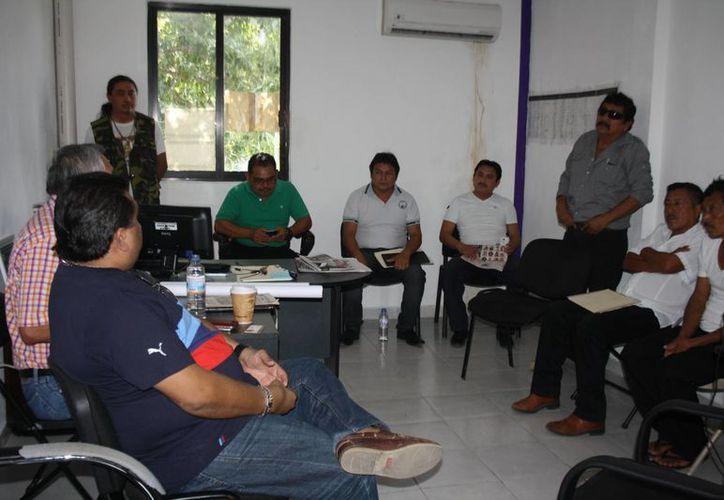 Los ejidatarios de San Pedro Cobá que fueron demandados indicaron que no tienen dinero para defender las tierras. (Sara Cauich/SIPSE)