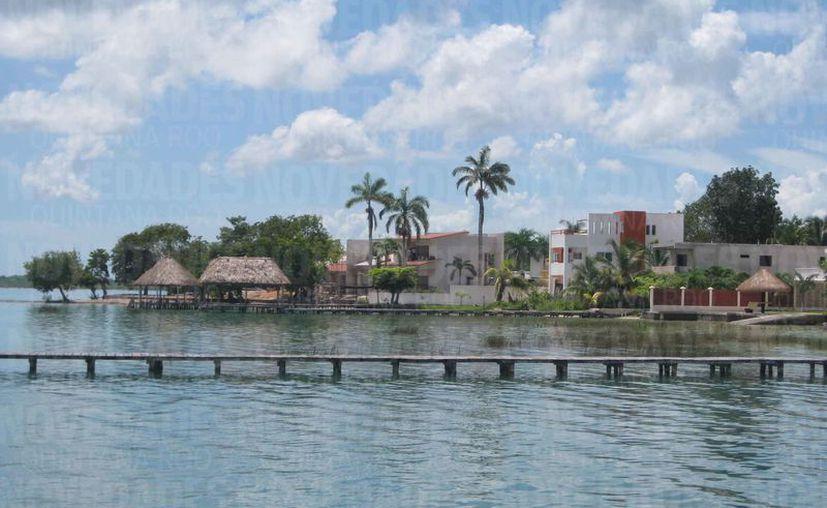 Tres exfuncionarios de la administración de Roberto Borge tienen propiedades en terrenos ejidales, en Bacalar. (Javier Ortiz/SIPSE)