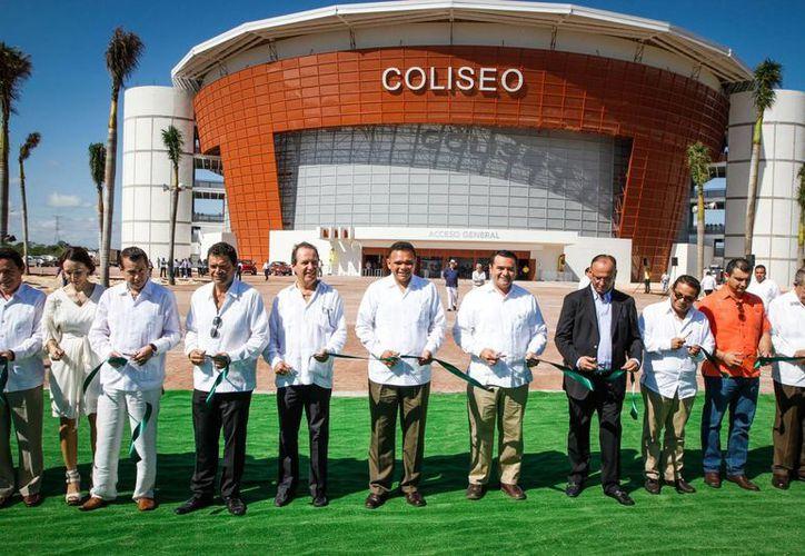 El Gobernador inauguró ayer el Coliseo Yucatán, obra de infraestructura artística, cultural y deportiva cuya inversión fue superior a los 280 millones de pesos. (Cortesía)