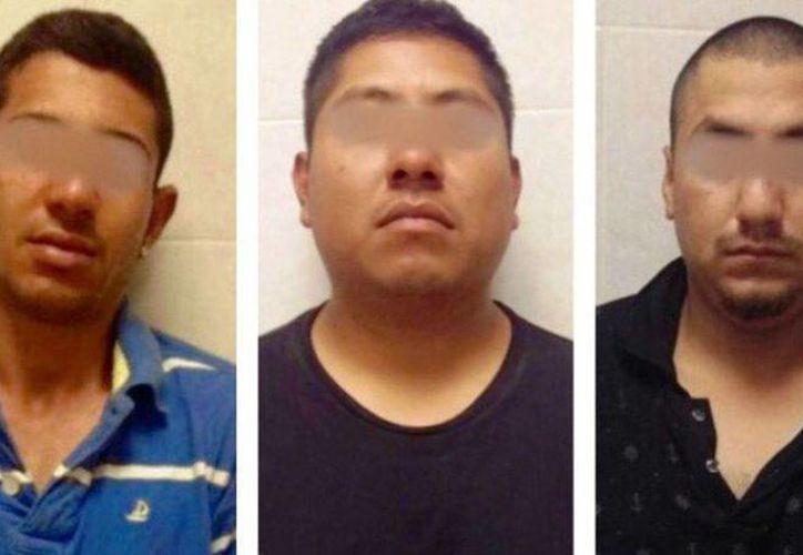A los detenidos se les encontraron  tres armas largas, cartuchos, marihuana, cocaína y heroína. (twitter.com/PoliciaFedMx)