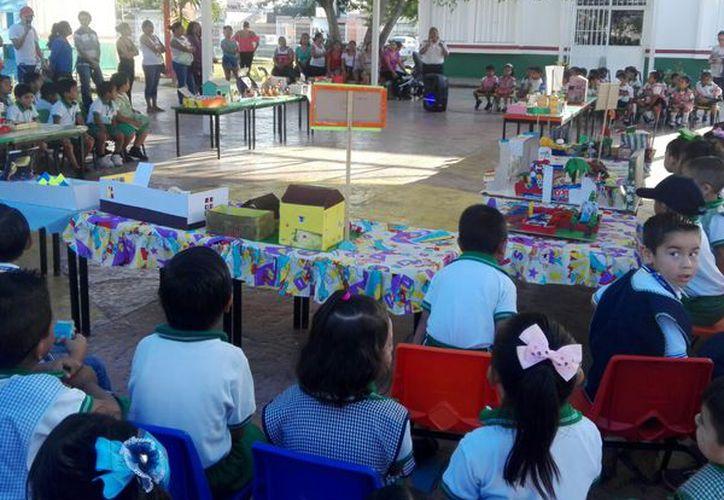 Alumnos de preescolar fueron beneficiados este día con pláticas y actividades. (Redacción/ SIPSE)