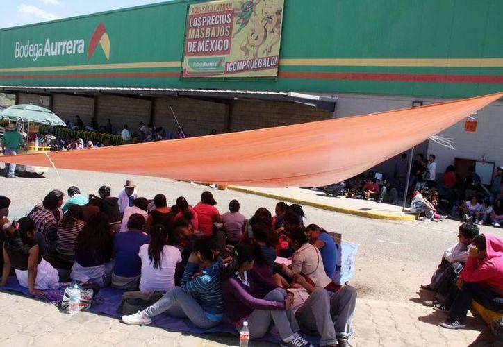 Los maestros han bloqueado también en el transcurso de la semana los accesos de diversas dependencias federales, estatales y del municipio de Oaxaca. (Notimex)