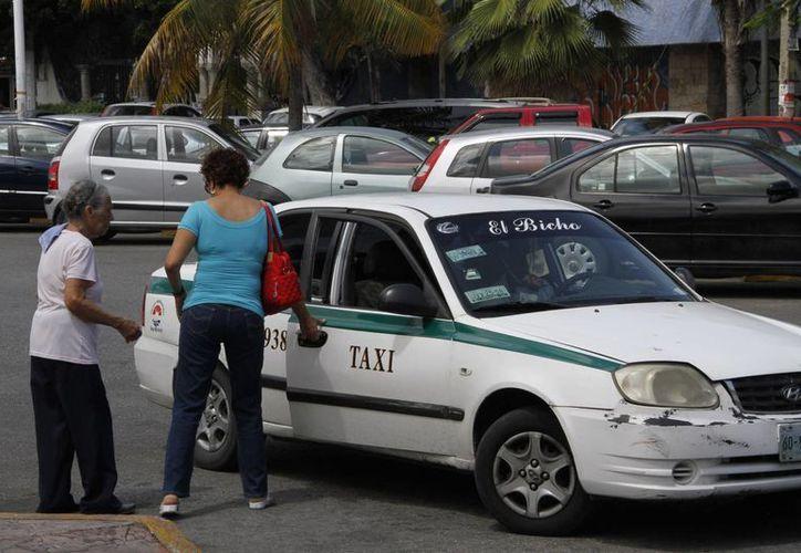 Crece el número de reportes contra taxistas. (Tomás Álvarez/SIPSE)