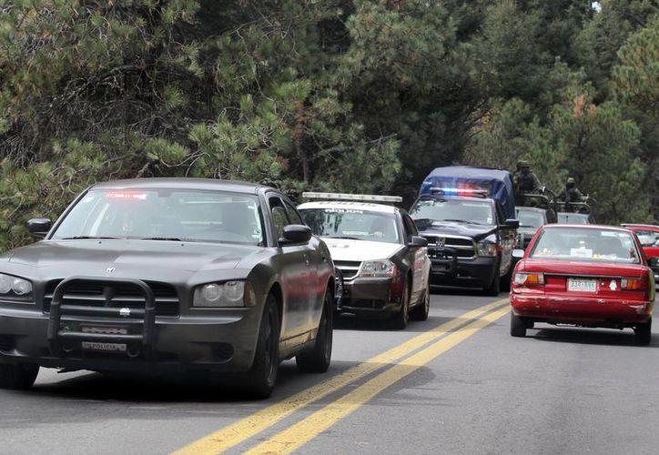 Elementos estatales también custodian el tramo carretero Petatlán-Tecpan de Galena. (Notimex/Archivo)