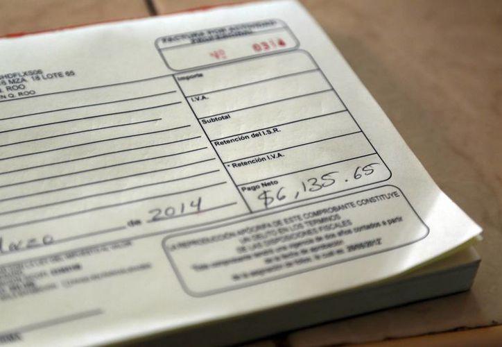 Las empresas deben despedirse de la factura en papel. (Israel Leal/SIPSE)