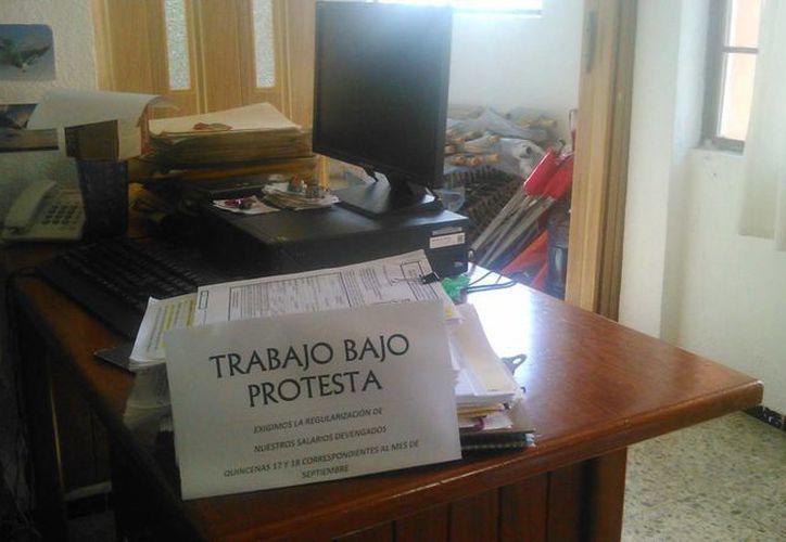 Trabajadores de la Conanp Cozumel hicieron pública su demanda a través de las redes sociales. (Facebook)