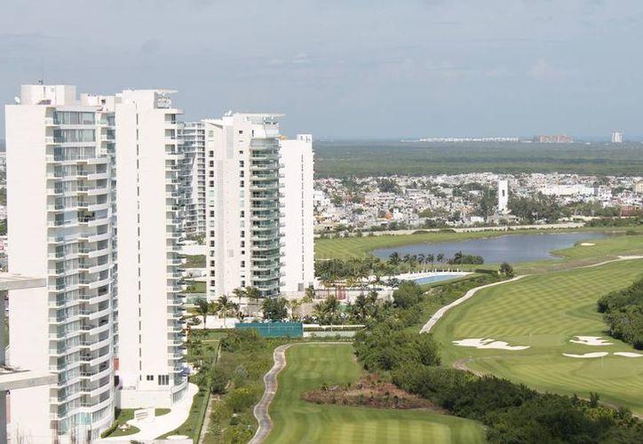 """Prevén restaurar el perfil costero del desarrollo inmobiliario """"Puerto Cancún"""". (Redacción)"""