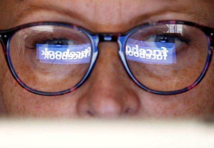 La Profeco ha detectado páginas web fraudulentas que ofrecen datos ilimitados para navegar en Facebook.  (Excélsior)