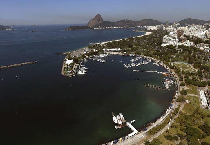 Fotografía de archivo del 11 de agosto de 2014 de la Marina da Glória y la Bahía de Guanabara donde se llevarán a cabo las competiciones de vela de los Juegos Olímpicos Rio 2016. (Archivo/EFE)