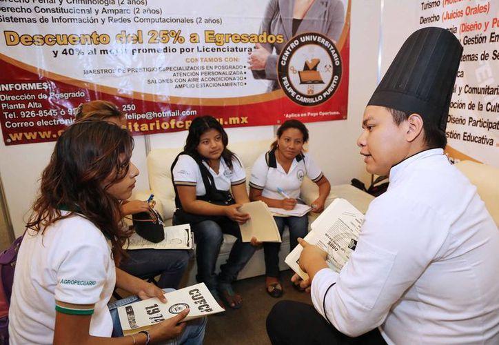 En la Expo Alternativa Joven los participantes pudieron conocer amplia oferta educativa. (SIPSE)