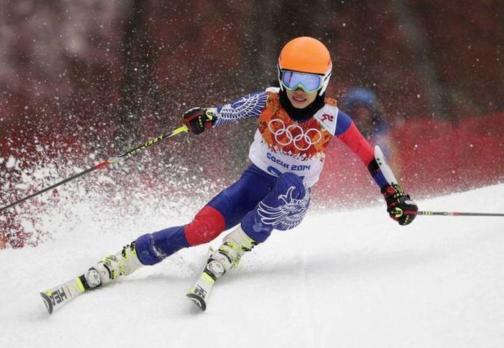La violinista Vanessa Mae llegó a la meta 50.1 segundos después de la nueva campeona olímpica en slalom gigante de esquí, Tina Maze de Eslovenia. (Agencias)