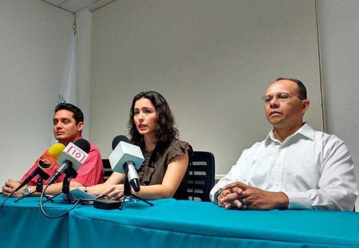 Dirigentes de la industria maquiladora de exportación (Index) de Yucatán, encabezados por su dirigente, Mariana López Aguado, denunciaron un cobro extra en contenedores que se movilizan en el puerto de Progreso. (Candelario Robles/SIPSE)