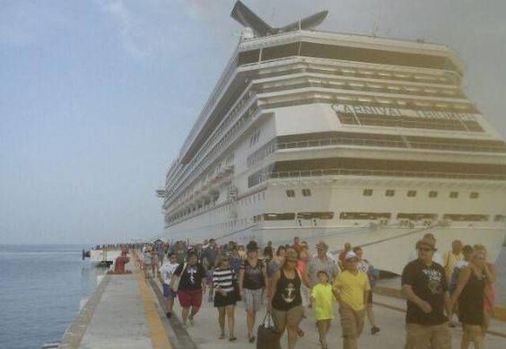 El Carnival Triumph dejó buena derrama económica en Progreso. (Óscar Pérez/SIPSE)