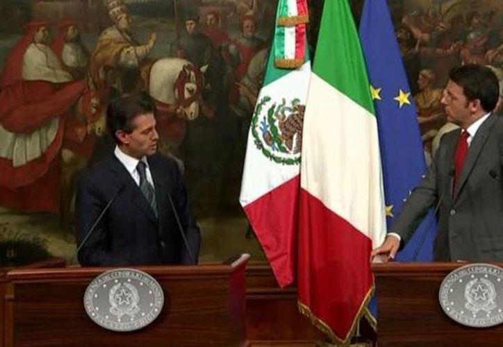 El presidente Enrique Peña Nieto acompañado de Matteo Renzi, presidente del Consejo de Ministros de Italia, durante su encuentro en ese país, este 15 de junio de 2015. (@PresidenciaMX)