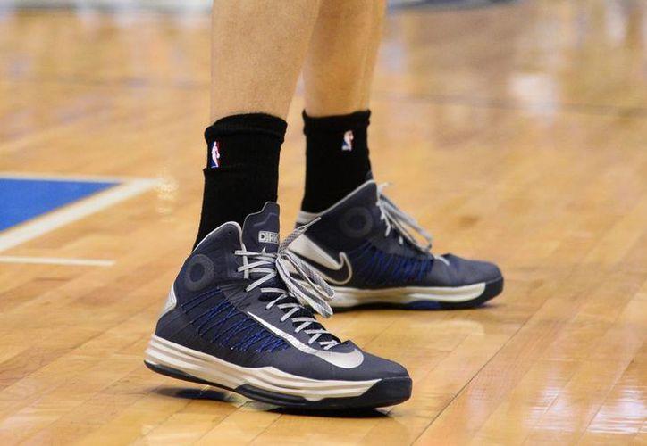 Jugadores de la NBA portaron calcetas negras como protesta contra el racismo. (Foto: EFE)