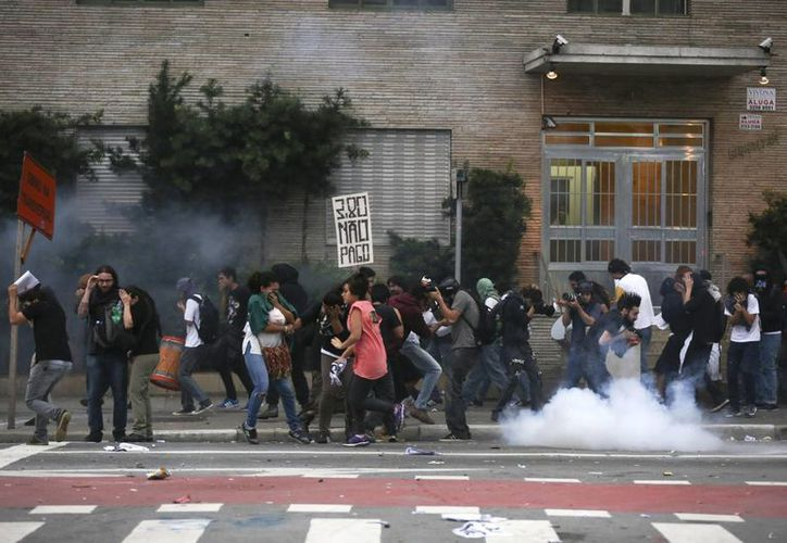 Las protestas contra el aumento a los pasajes iniciaron el pasado viernes. (EFE)