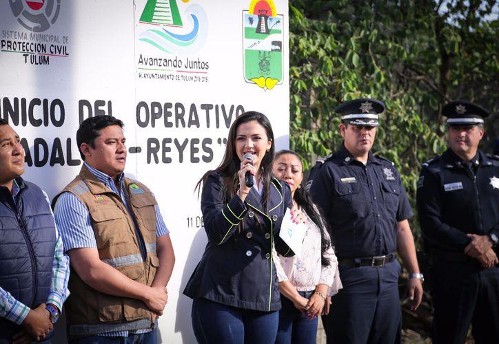 Las autoridades municipales y estatales participaron en el banderazo. (Cortesía)