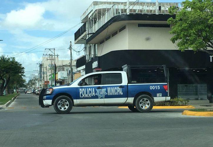 La policía inició un operativo para dar con los presuntos delincuentes. (Foto: Redacción/SIPSE)