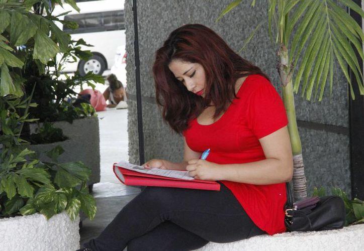 Una de las reclutadoras de Cancún realizó una encuesta en la que se destaca que los buscadores de empleo no cuentan con el perfil adecuado. (Tomás Álvarez/SIPSE)