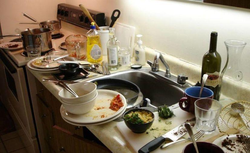 La presencia de humedad favorece la supervivencia y la proliferación de microorganismos en las cocinas y baños. (Contexto/Internet)