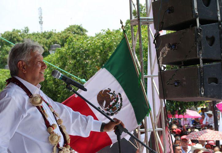 Andrés Manuel López Obrador expresó su respaldo a los maestros de la entidad. (Notimex)