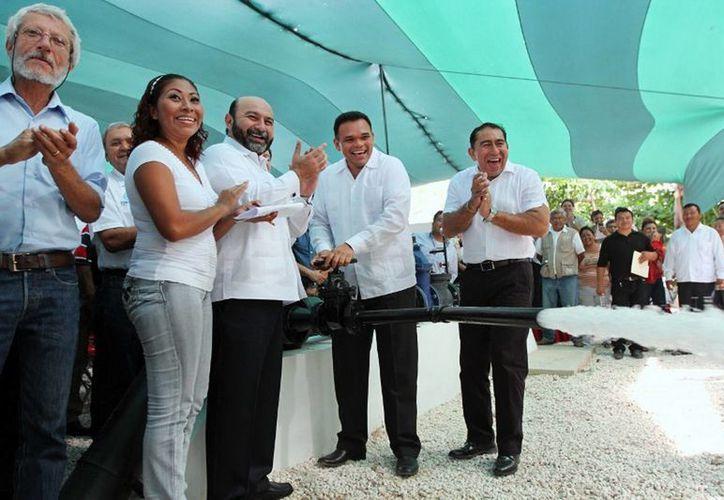 El Gobernador puso ayer en funcionamiento el cárcamo de rebombeo de Vergel 65, beneficiando a más de 26 mil habitantes de la zona oriente de Mérida. (Cortesía)